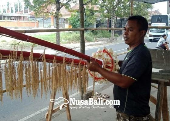 Nusabali.com - penjor-siap-pasang-makin-diminati