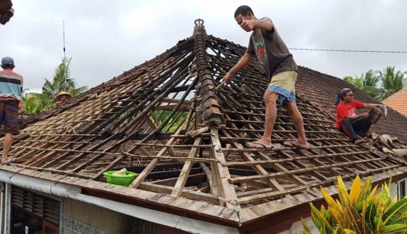 www.nusabali.com-rumah-warga-di-pejukutan-terbakar