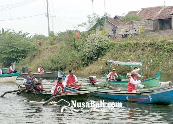 Nusabali.com - puluhan-sampan-beradu-cepat