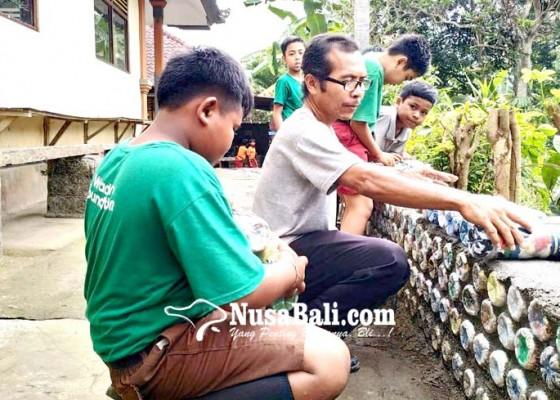 Nusabali.com - sdn-1-mambang-bangun-panyengker-dari-bata-plastik