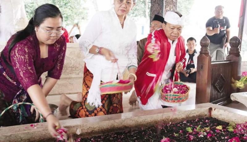 www.nusabali.com-jelang-kongres-pdip-koster-nyekar-ke-makam-bung-karno