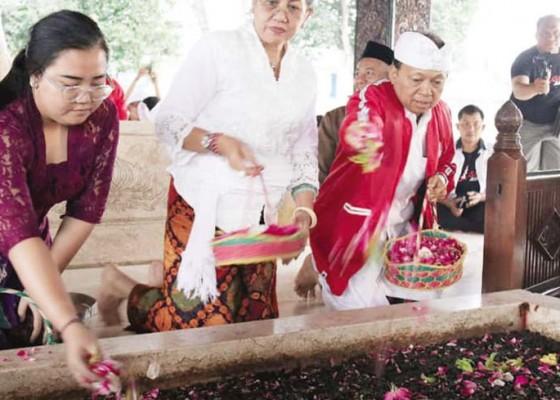 Nusabali.com - jelang-kongres-pdip-koster-nyekar-ke-makam-bung-karno