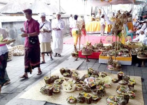Nusabali.com - desa-adat-pecatu-gelar-upacara-pecaruan