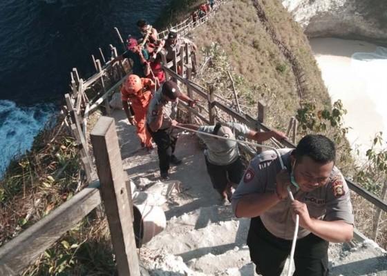 Nusabali.com - turis-vietnam-tewas-digulung-ombak-di-nusa-penida