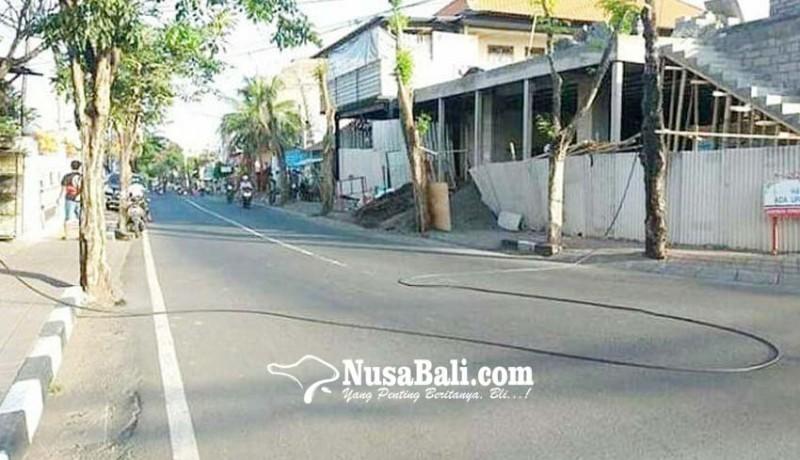 www.nusabali.com-kabel-jatuh-ganggu-pengendara-di-kerobokan