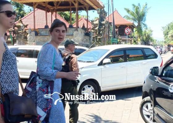 Nusabali.com - mobil-suplier-picu-macet-di-ubud