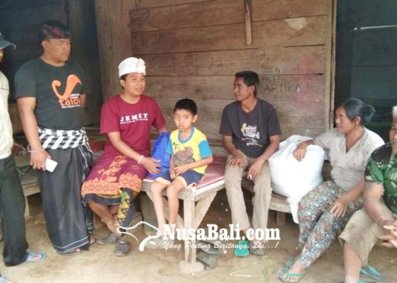 Nusabali.com - sambut-galungan-peradah-tabanan-adakan-tradisi-ngejot-kepada-disabilitas