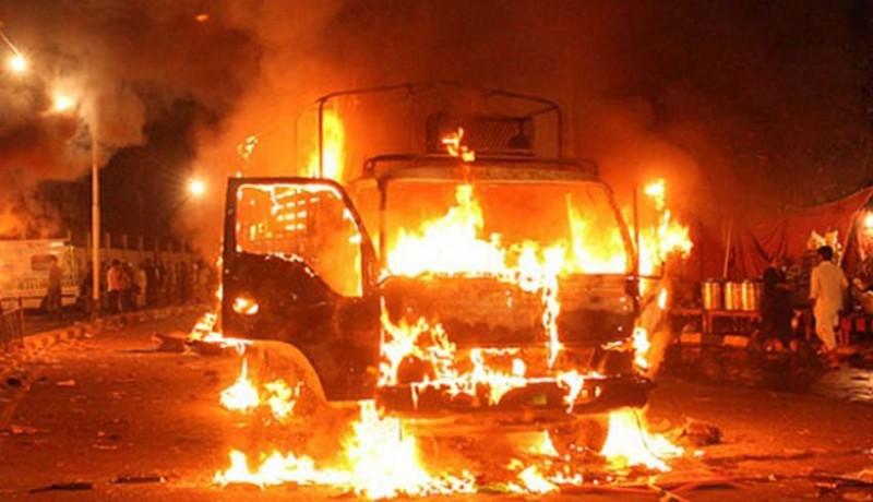 www.nusabali.com-truk-pertamina-terbakar-tiga-tewas