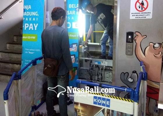 Nusabali.com - tukang-suwun-terjebak-dalam-lift-pasar-badung