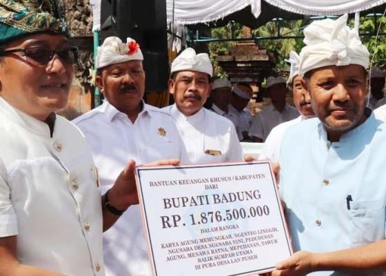 Nusabali.com - bupati-serahkan-bkk-rp-18-miliar-untuk-upacara-di-desa-adat-sobangan