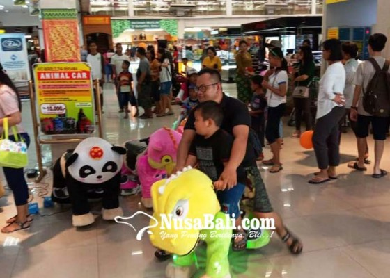 Nusabali.com - swalayan-luber-pengunjung-pasar-tradisional-libur