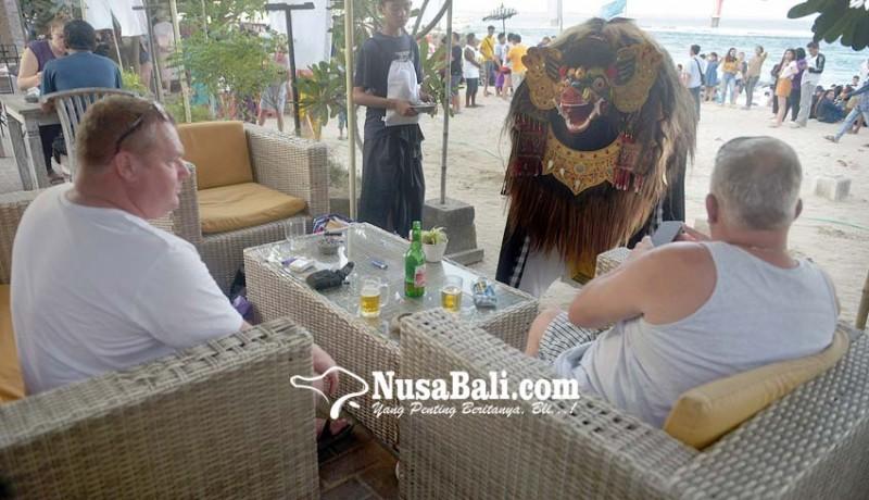 www.nusabali.com-ngelawang-hibur-pengunjung-pantai-sanur