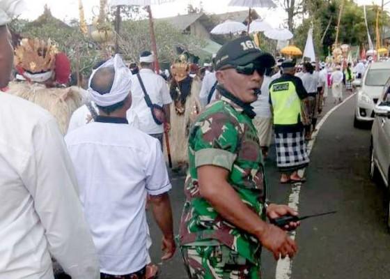 Nusabali.com - arus-lalin-jalur-baturiti-padat-merayap-selama-sejam