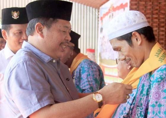 Nusabali.com - bupati-artha-lepas-keberangkatan-ratusan-calon-jamaah-haji