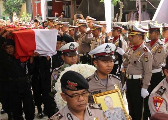 Nusabali.com - polisi-tewas-ditembak-sesama-polisi