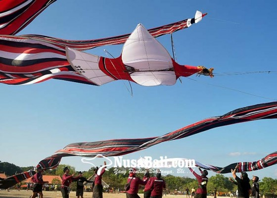 Nusabali.com - warga-binaan-lapas-kerobokan-ikut-lomba-melayangan