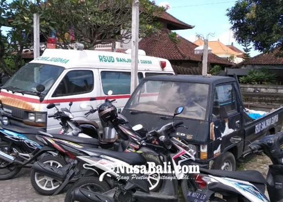 Nusabali.com - satu-mobil-amblunce-rusak-berat