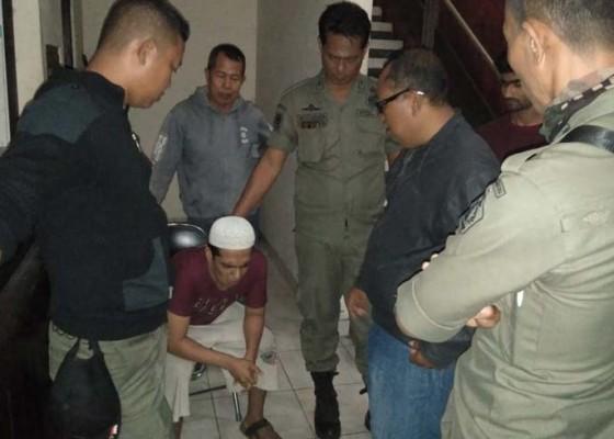 Nusabali.com - kabur-dari-surabaya-seorang-pria-diduga-odgj-telantar-di-gilimanuk