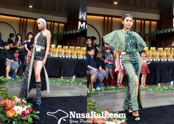 Nusabali.com - 107-model-bali-beraksi-di-plaza-renon