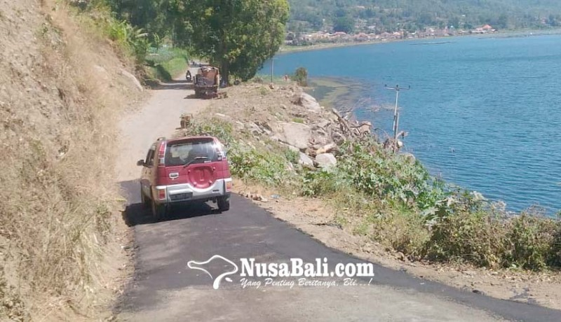 www.nusabali.com-pu-perbaiki-jalan-rusak-akibat-longsor