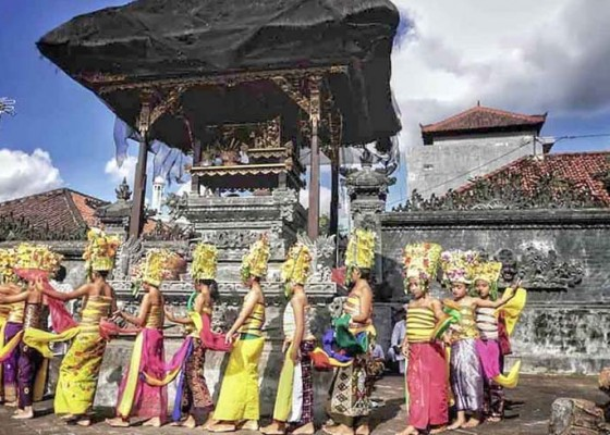 Nusabali.com - pentas-rejang-dewa-di-sajebag-desa-subagan