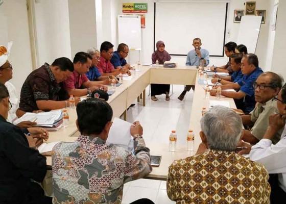 Nusabali.com - ombudsman-tengahi-konflik-peternakan-babi-di-desa-bila