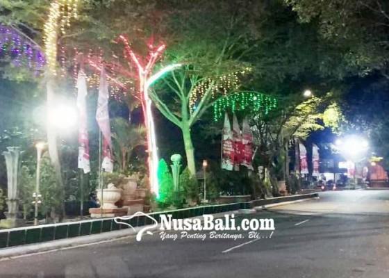 Nusabali.com - kerlap-kerlip-lampu-hut-kota-negara