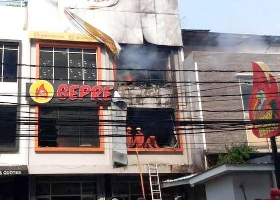 Nusabali.com - gerai-ayam-ruben-onsu-kebakaran