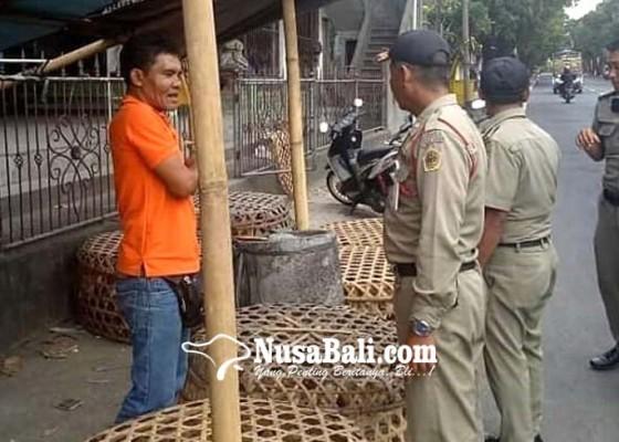 Nusabali.com - pkl-keluhkan-sidak-satpol-pp-tebang-pilih