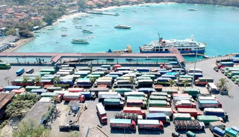 www.nusabali.com-antrean-penyeberangan-pelabuhan-padangbai