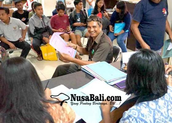 Nusabali.com - kadisdukcapil-lowong-pelayanan-macet