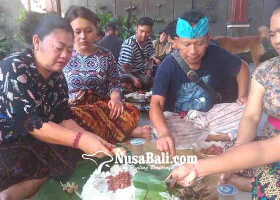 Nusabali.com - megibung-kuningan-bupati-mas-sumatri-tak-undang-opd