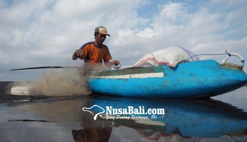 www.nusabali.com-aktivitas-nelayan-di-pantai-tegalbesar