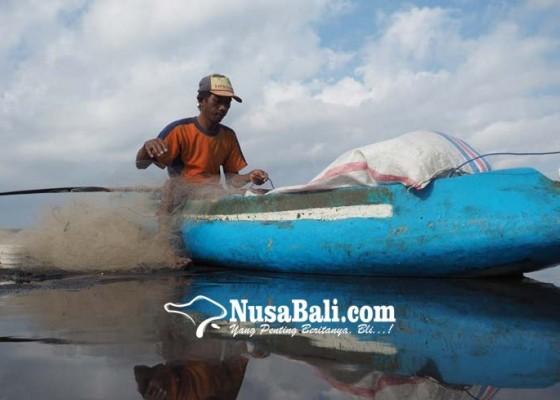 Nusabali.com - aktivitas-nelayan-di-pantai-tegalbesar