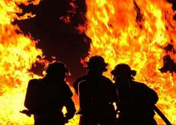 Nusabali.com - dua-lapak-di-pasar-rubaya-karangasem-ludes-terbakar