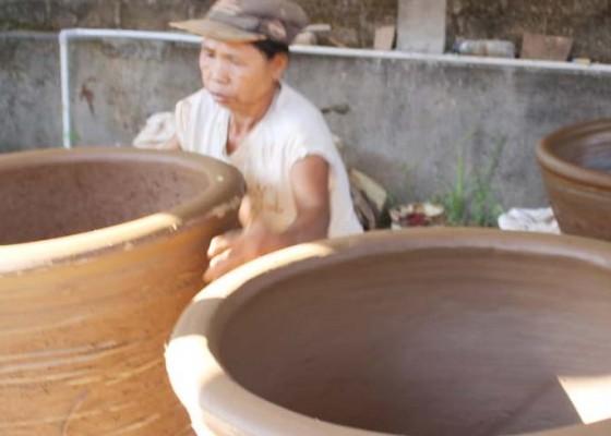 Nusabali.com - upacara-hindu-bali-selamatkan-kerajinan-gerabah-perangsada