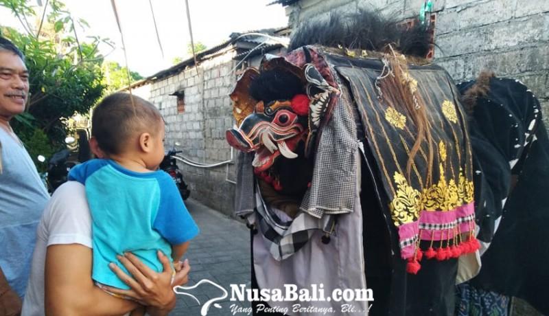 www.nusabali.com-ngelawang-pertunjukan-seni-budaya-atau-ritual-religi