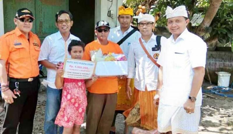 www.nusabali.com-lima-siswa-miskin-dibantu-biaya-sekolah