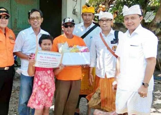 Nusabali.com - lima-siswa-miskin-dibantu-biaya-sekolah