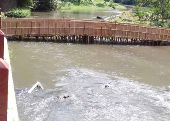 Nusabali.com - proyek-jembatan-di-sungai-ayung-distop