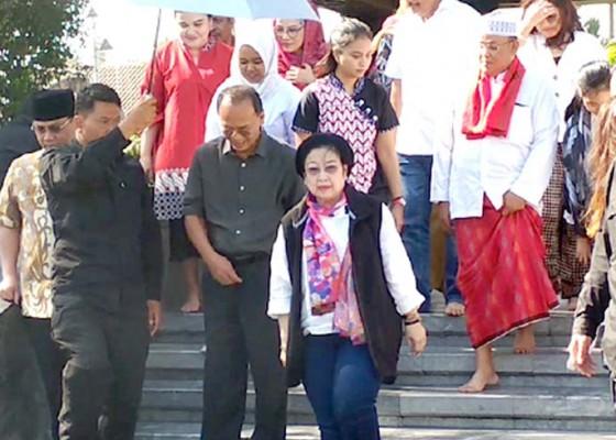 Nusabali.com - jelang-kongres-pdip-mega-ziarah-ke-makam-bung-karno