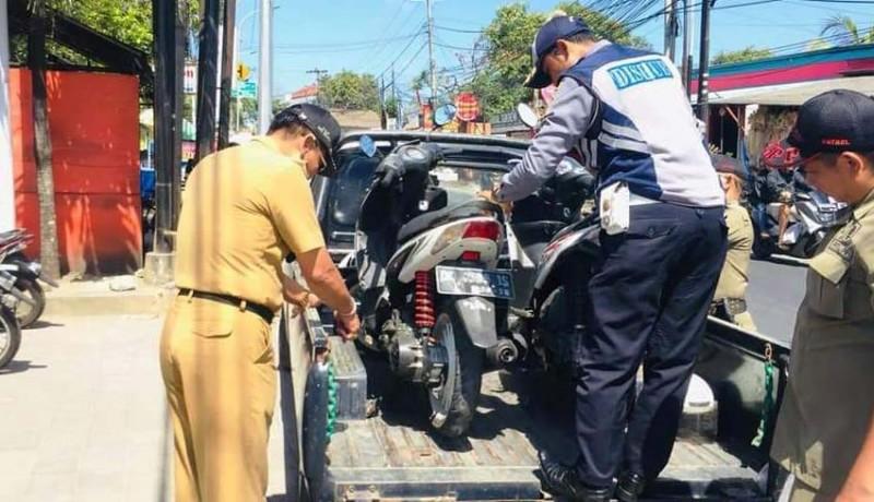 www.nusabali.com-parkir-liar-camat-kutsel-angkut-belasan-motor