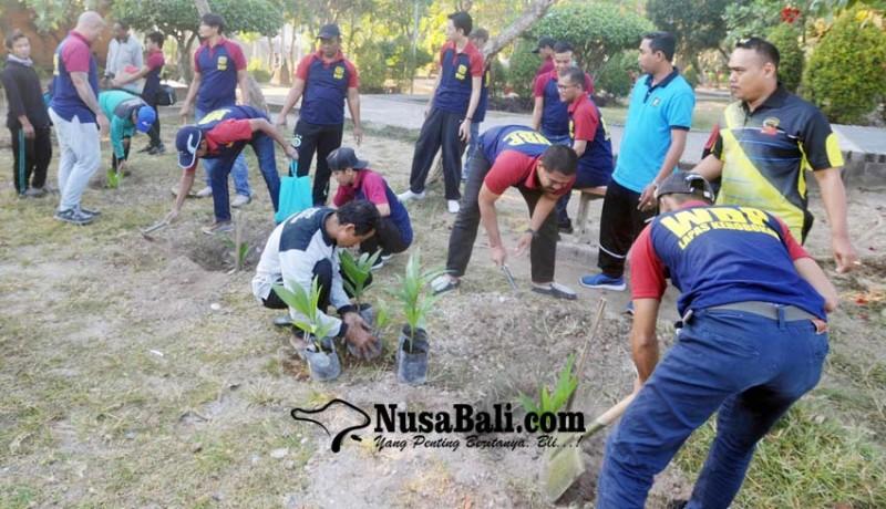 www.nusabali.com-20-napi-tanam-bibit-pohon-di-lumintang