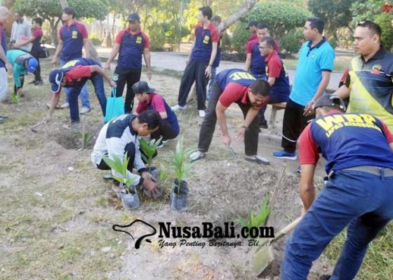 Nusabali.com - 20-napi-tanam-bibit-pohon-di-lumintang