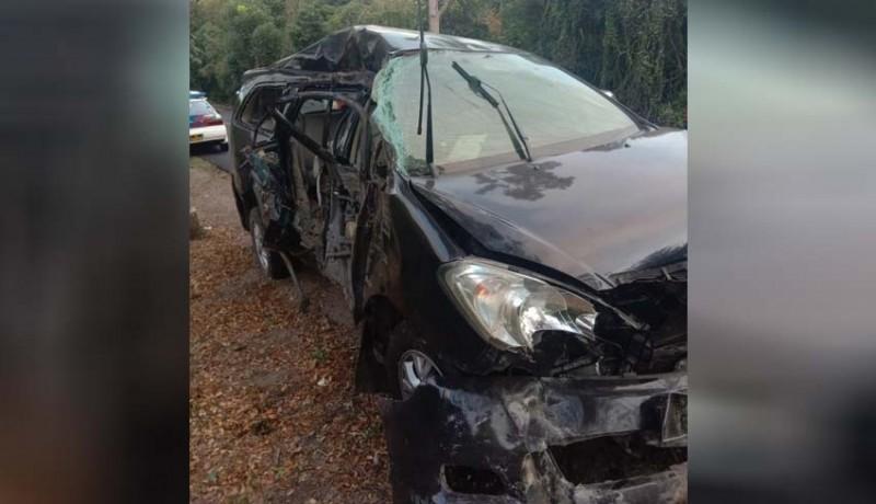 www.nusabali.com-tabrak-pohon-pengemudi-innova-tewas