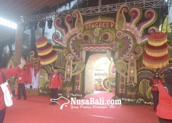 Nusabali.com - dekorasi-barong-kongres-pdip-dibuat-seniman-asal-gianyar