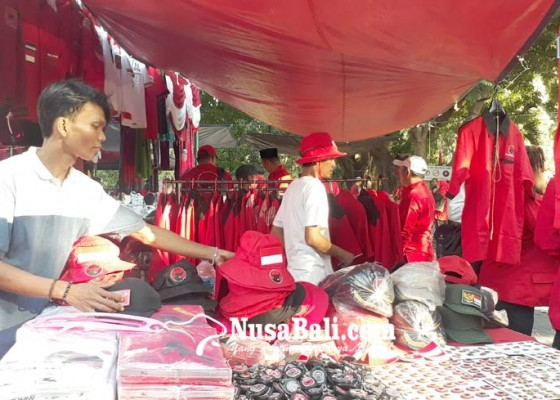 Nusabali.com - bazzar-merah-pdip-diserbu-pembeli