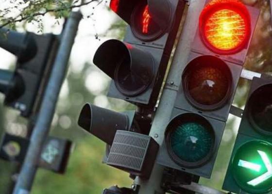 Nusabali.com - traffic-light-di-pengosekan-mendesak