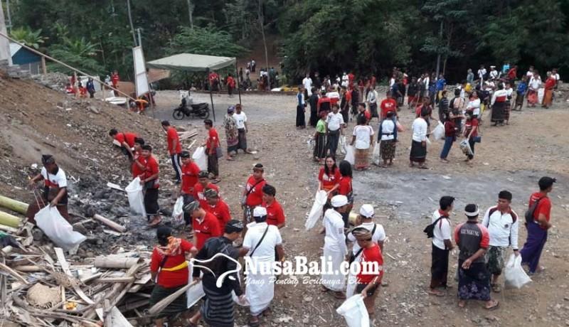 www.nusabali.com-ribuan-warga-ikuti-bali-resik-di-pura-ratu-pasek-pundukdawa