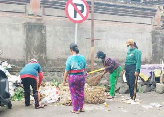Nusabali.com - warga-pule-cecerkan-sampah